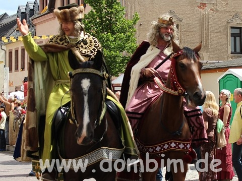 Links der reiche Otto, Markgraf von Meißen, dahinter sein Sohn, der stolze Albrecht.